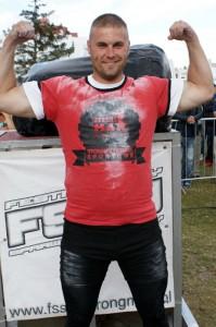 Mariusz Dąbrowski zam. - Bydgoszcz wiek - 29 lat wzrost - 186 cm waga-100 kg