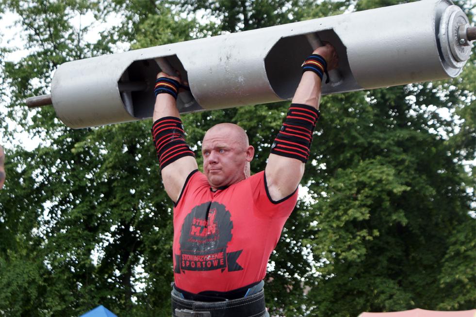 Grzegorz Skowroński wiek 30 lat , mieszkaniec Bargłowa Kościelnego, waga 105kg. Podczas eliminacji w których zdobył największą liczbę punktów udowodnił , że jest jednym z najlepszych zawodników w kat 105kg. Na Mistrzostwa Świata pojedzie po medal.